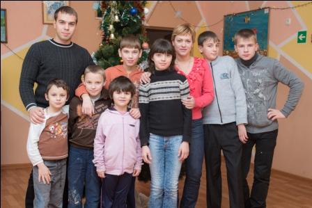 Новогодние хлопоты воспитанников «СРЦ города Шахты»
