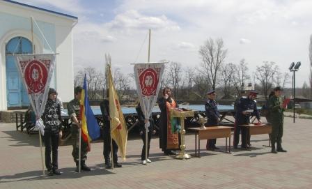 Двадцать пять молодых шахтинцев 18 апреля на Соборной площади города приняли присягу