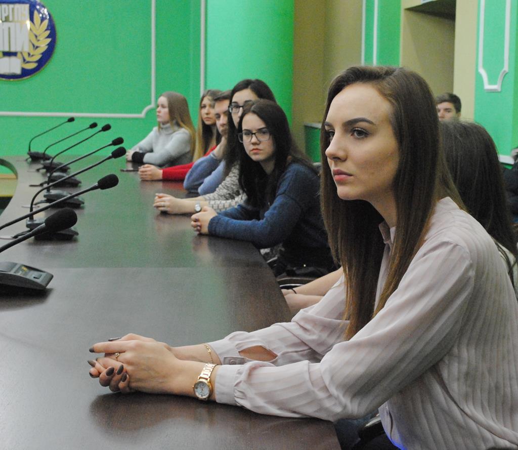 Проведена встреча со студентами среднего и высшего профессионального образования