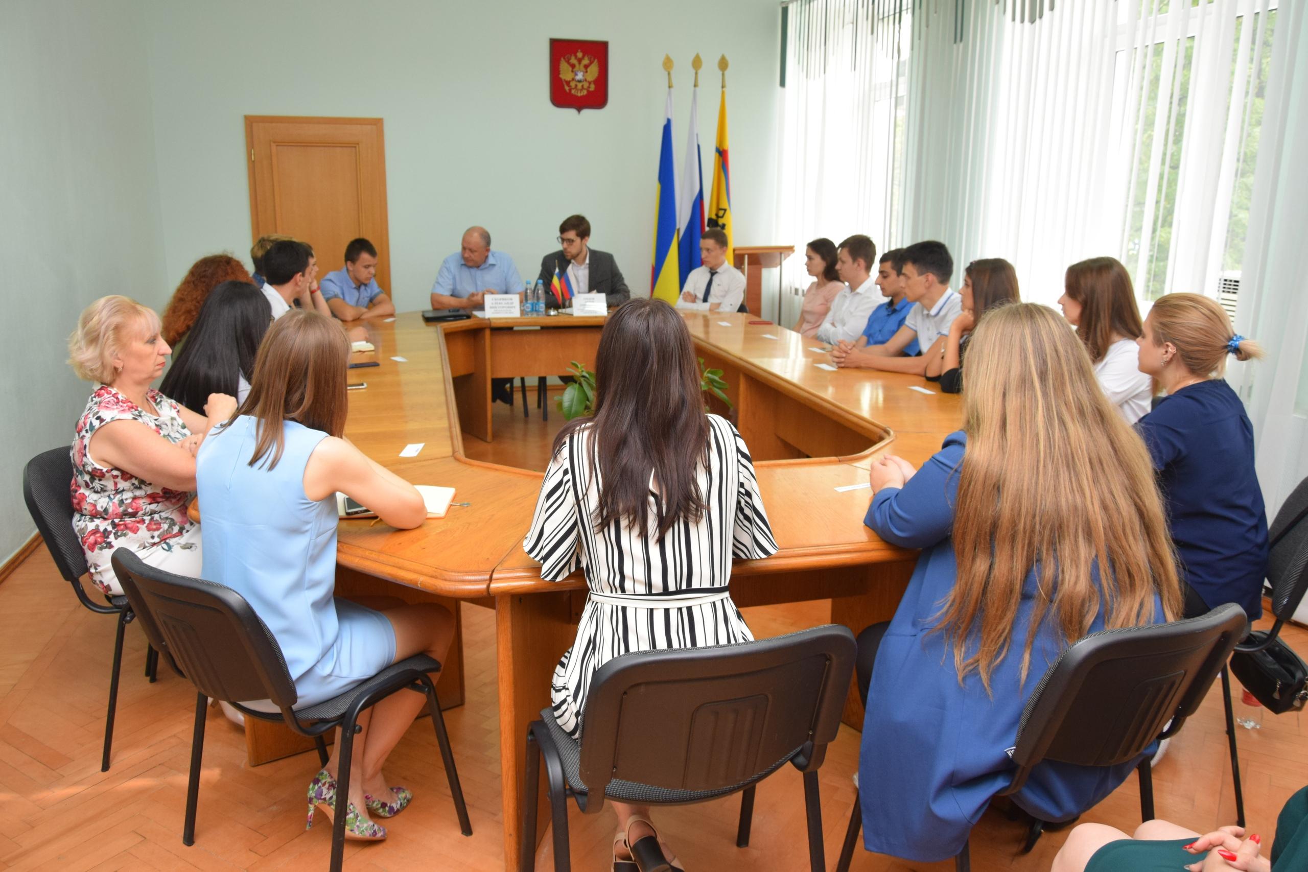 Состоялась рабочая встреча с молодежью города по вопросу управления многоквартирными домами в современных условиях