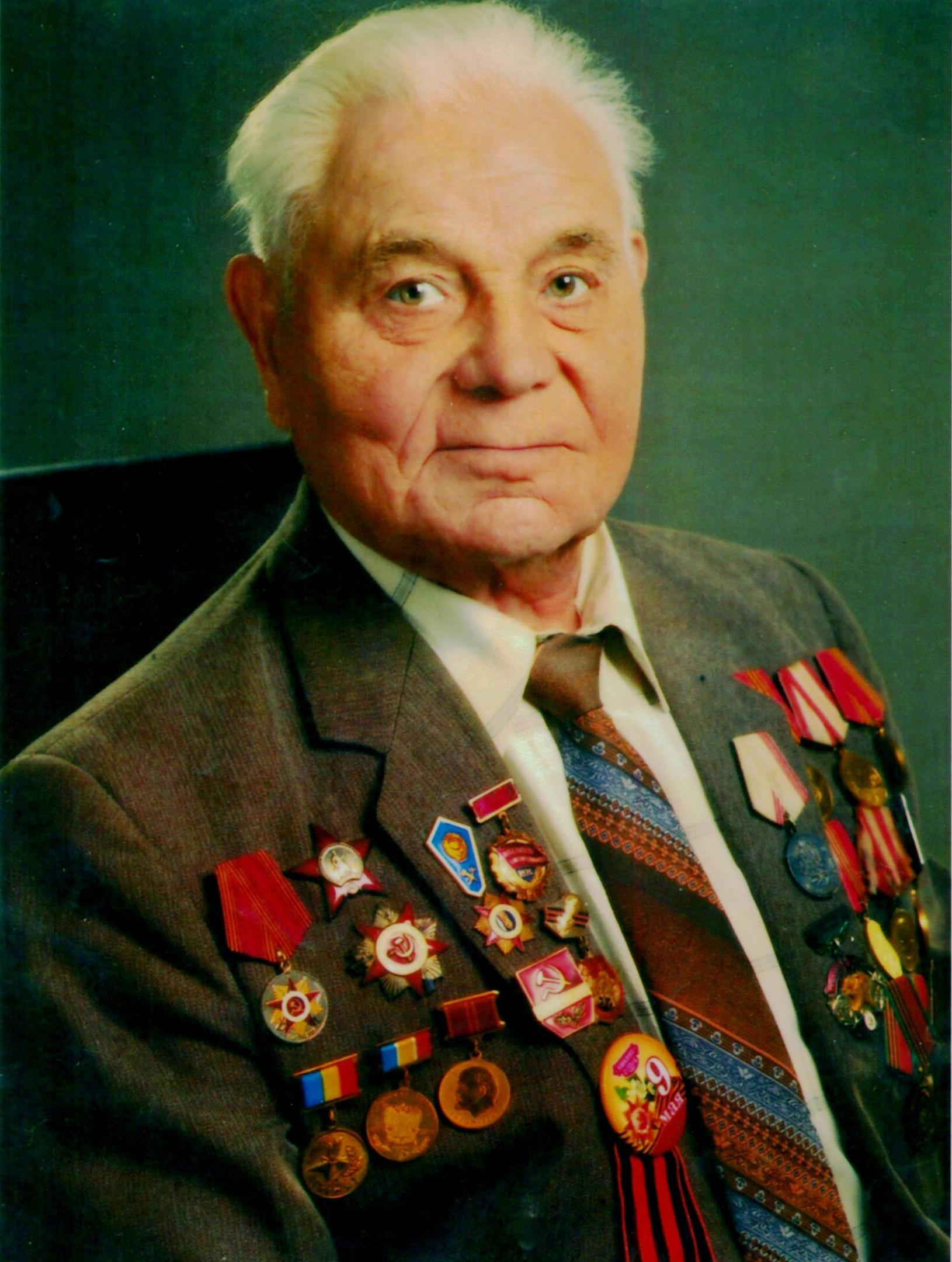 Гетманов Николай Алексеевич — ветеран Великой Отечественной войны, проживающий в городе Шахты, председатель Совета ветеранов Артёмовского района.
