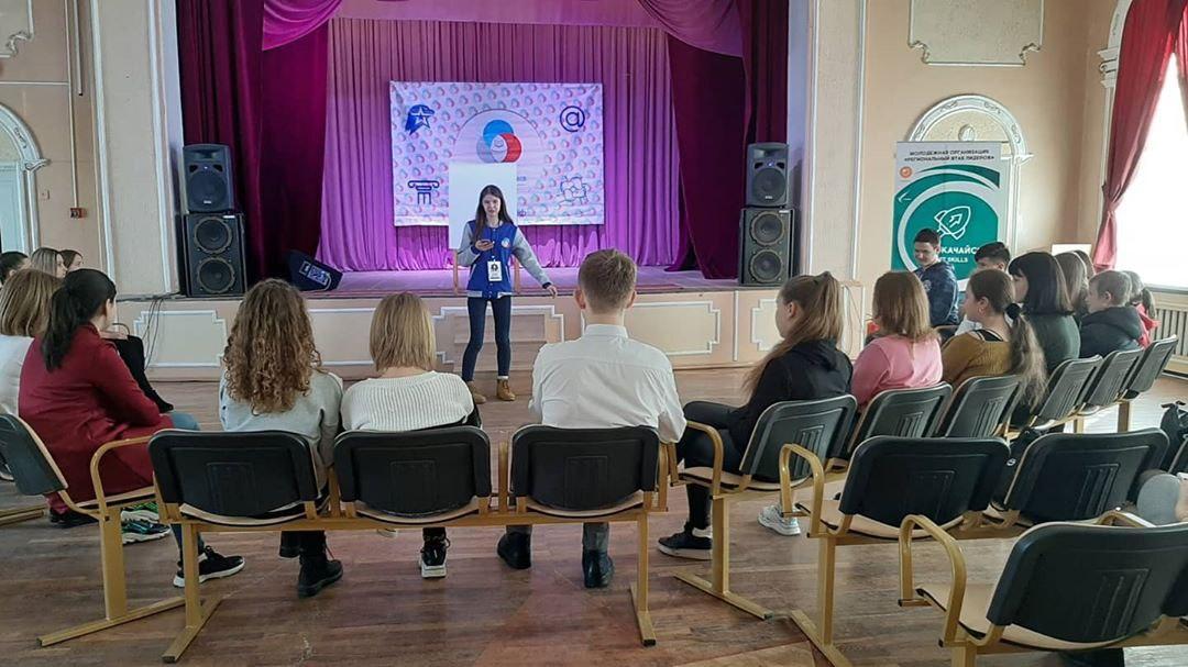 Сегодня депутаты Молодежного парламента в рамках сотрудничества с первичным отделением Российского движения школьников в городе Шахты поприсутствовали на обучении актива.
