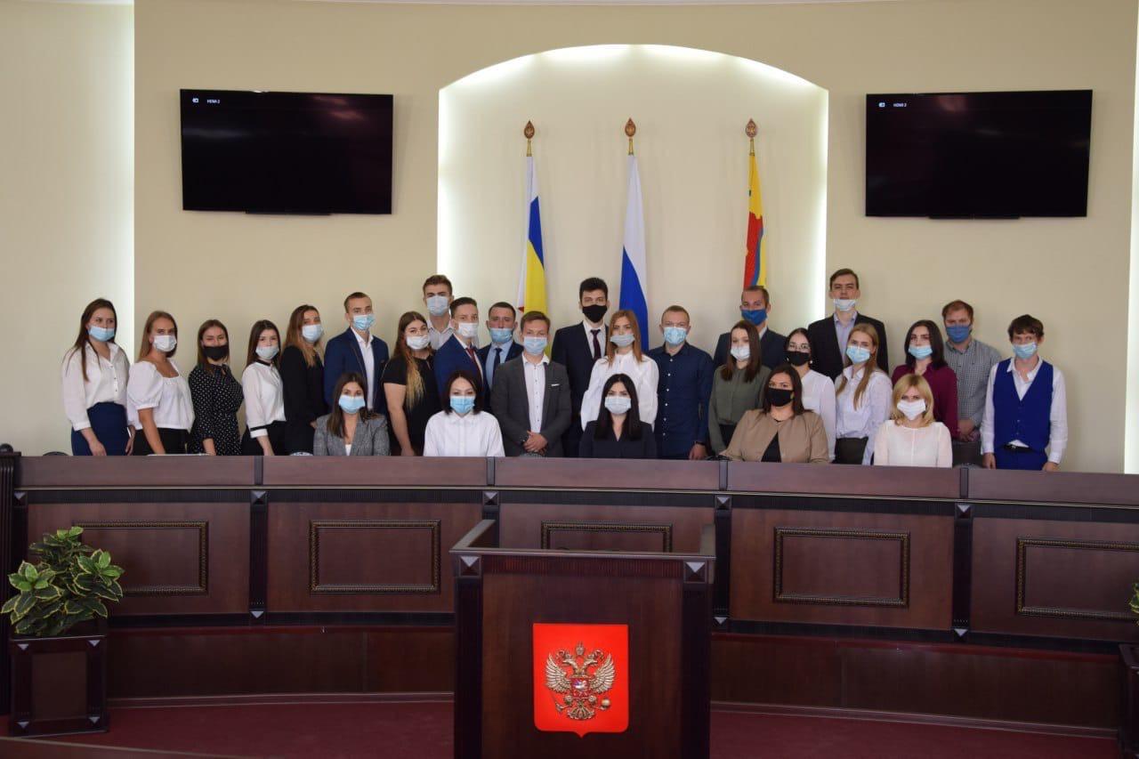Сегодня прошло 1-ое заседание нового, 8 созыва Молодёжного парламента при городской Думе г. Шахты.